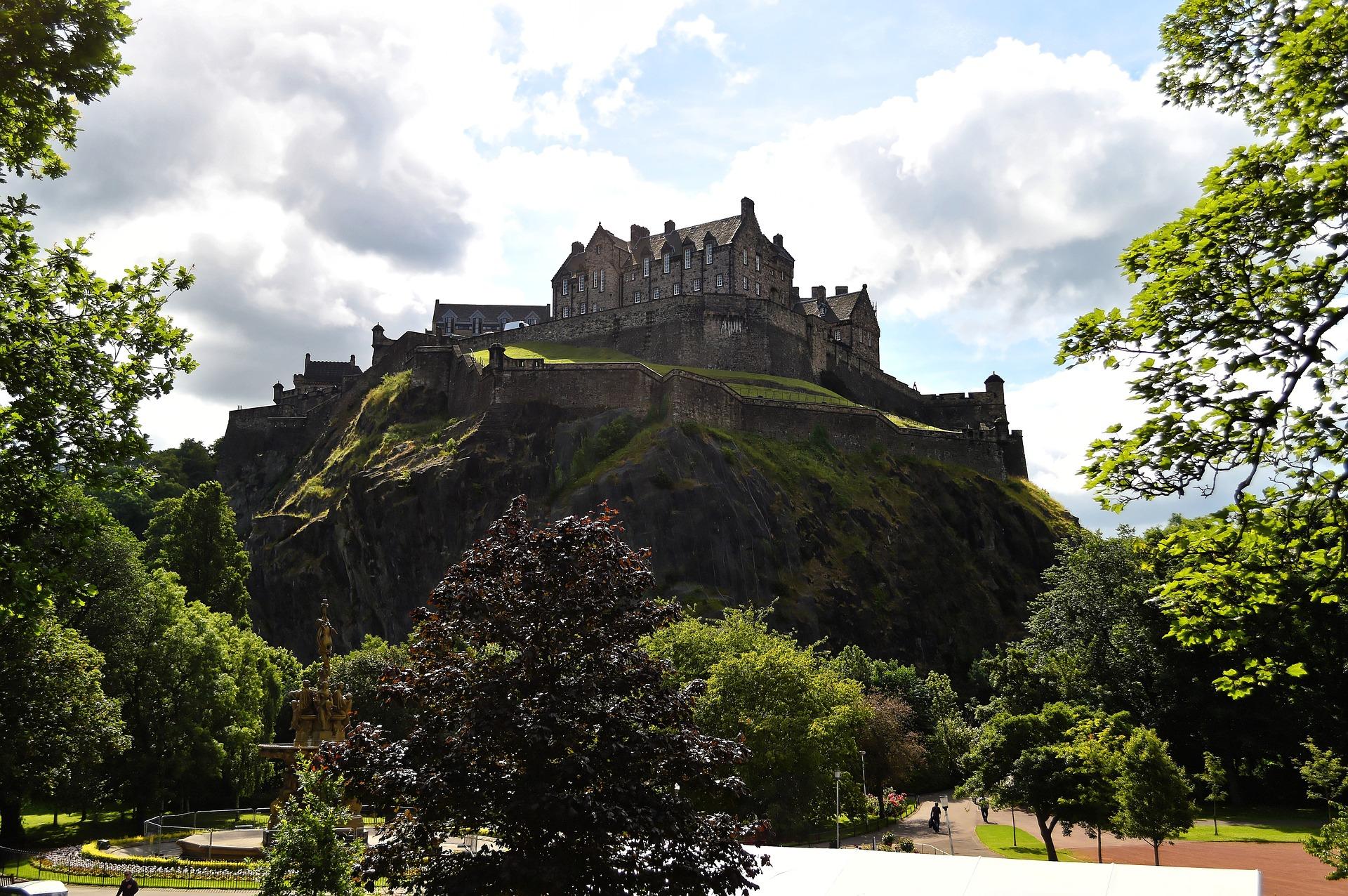 Vista do Castelo de Edimburgo, passeio perfeito para viagens em grupo