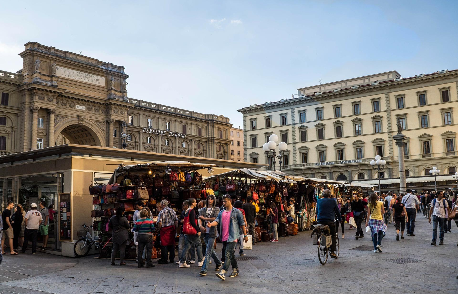 Mercado de florença e suas comidas típicas é um dos roteiros perfeitos para viagens em grupo