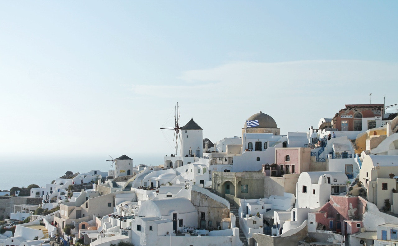 vista aérea da Grécia, um ótimo destino para fazer com o auxílio de um guia brasileiro