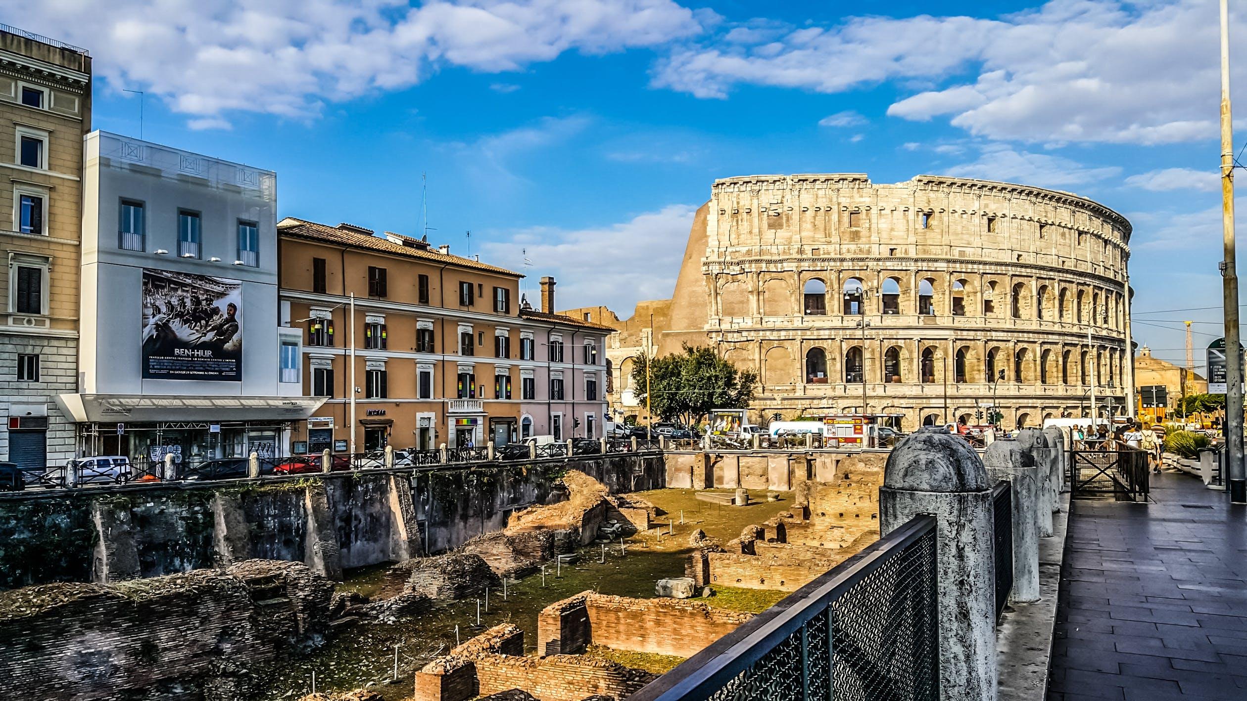 Coliseu e a cidade de Roma