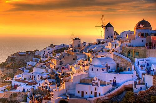 Vista aérea da Grécia com um pôr do sol